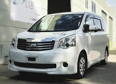 2013 Toyota Noah Welcab Side lift up A