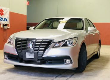 2013 Toyota Crown Hybrid Royal Saloon